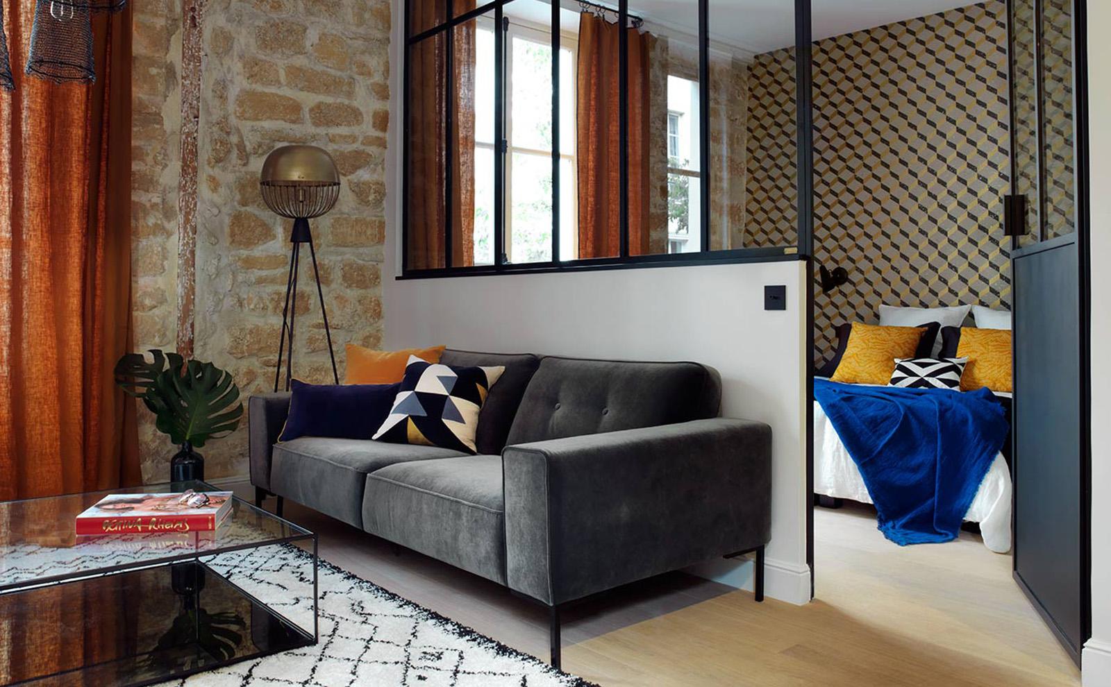 un appartamento nel marais trasformato in un mini loft dall allure industriale interior notes. Black Bedroom Furniture Sets. Home Design Ideas