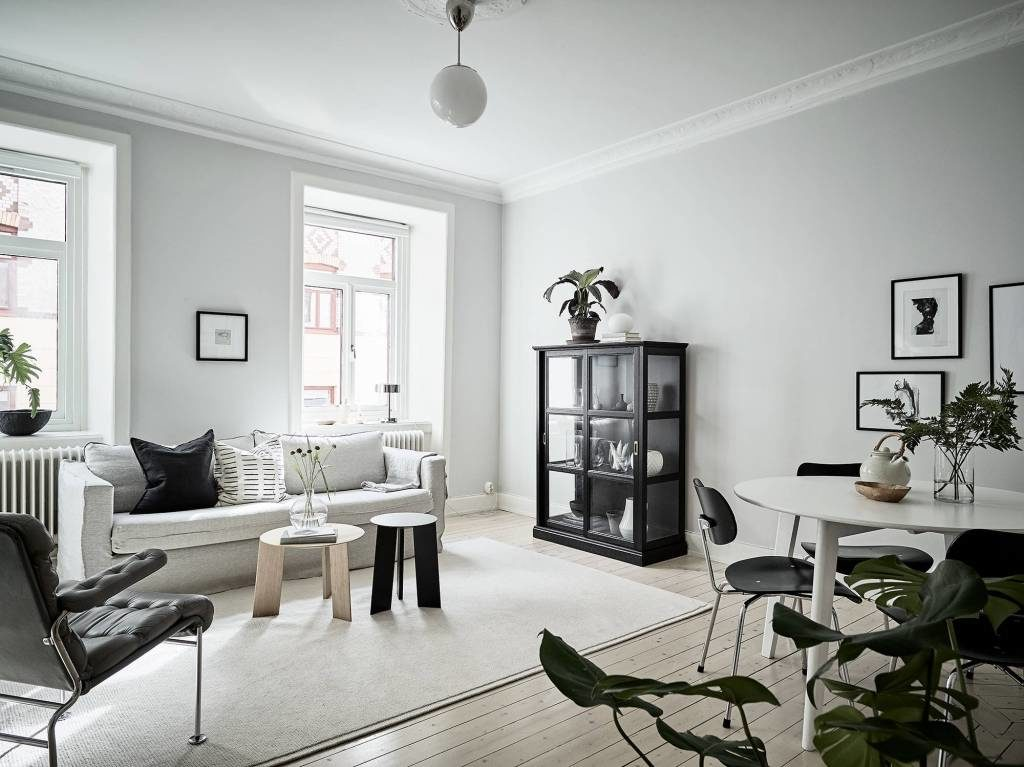 Black Accents To Create An Interior With Personality