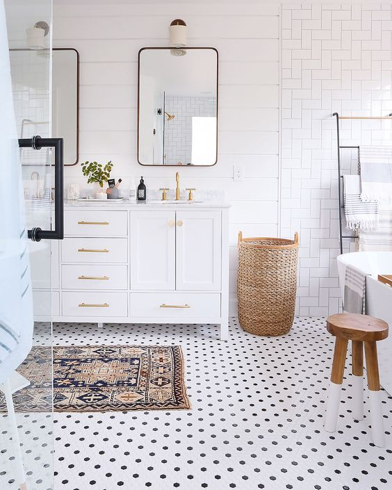 Bathroom with polka dots floor
