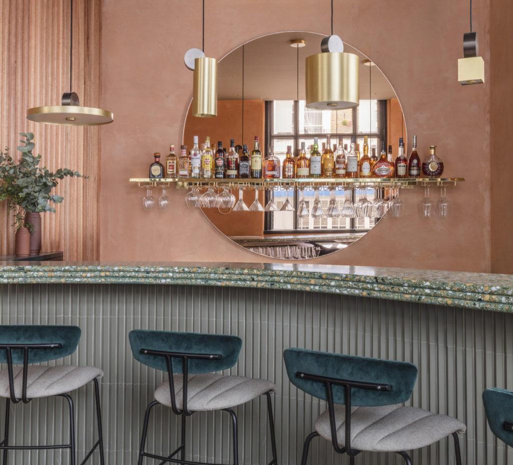 London-restauranti-terracotta-velvet-brass-5