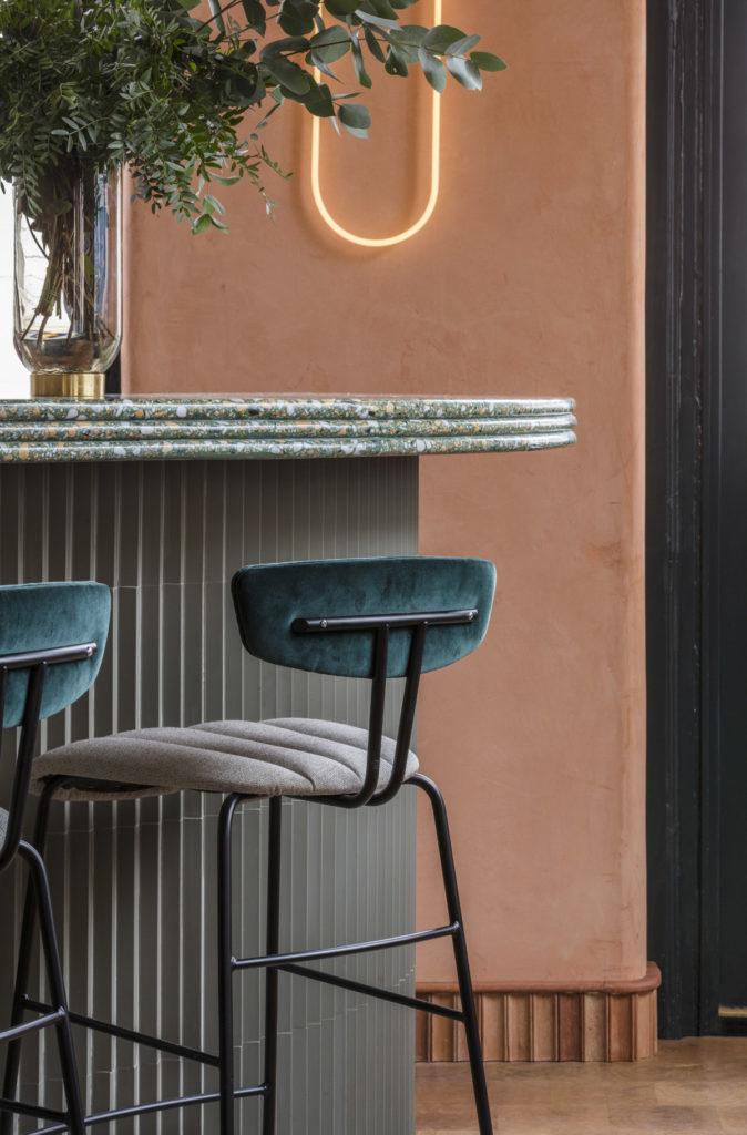 London-restauranti-terracotta-velvet-brass-6