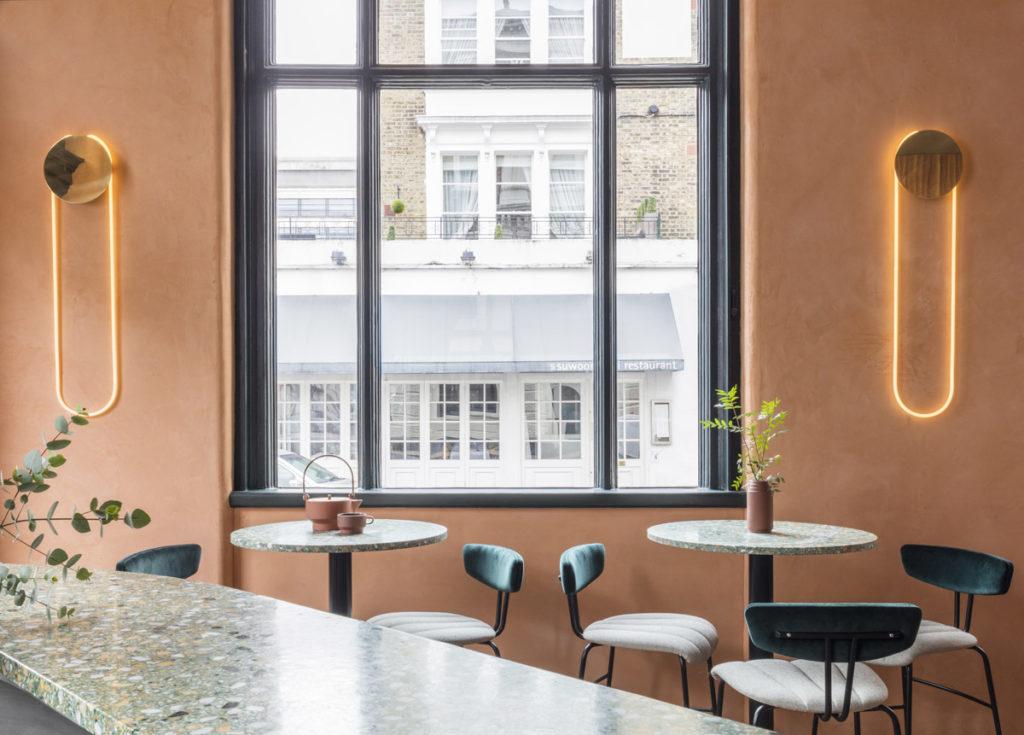 London-restauranti-terracotta-velvet-brass-8