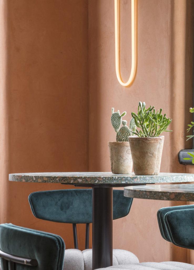 London-restauranti-terracotta-velvet-brass-9