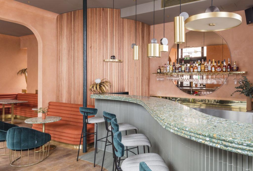 London-restauranti-terracotta-velvet-brass-4
