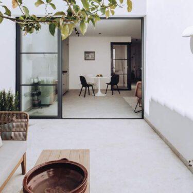 Una casa vacanze che mescola estetica scandinava e mediterranea