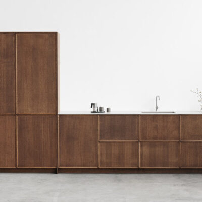 Kitchen trend 2021: dark wood